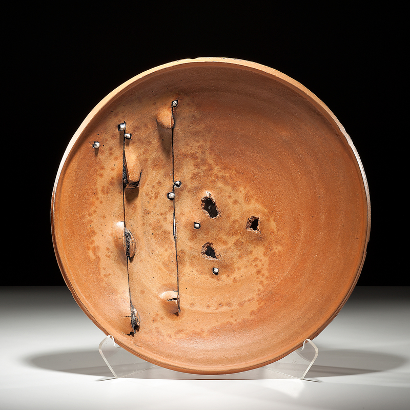 a paper on the exhibition of recent stoneware vessel by peter voulkos Price also cited abstract expressionist ceramic sculptor, peter voulkos, as a  decisive influence price was taught by voulkos whilst studying at the los  angeles.