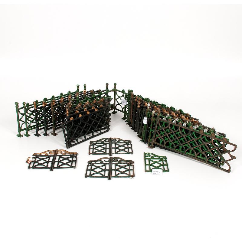 Christmas Tree Auction: Cast Iron Christmas Tree Fence Sets